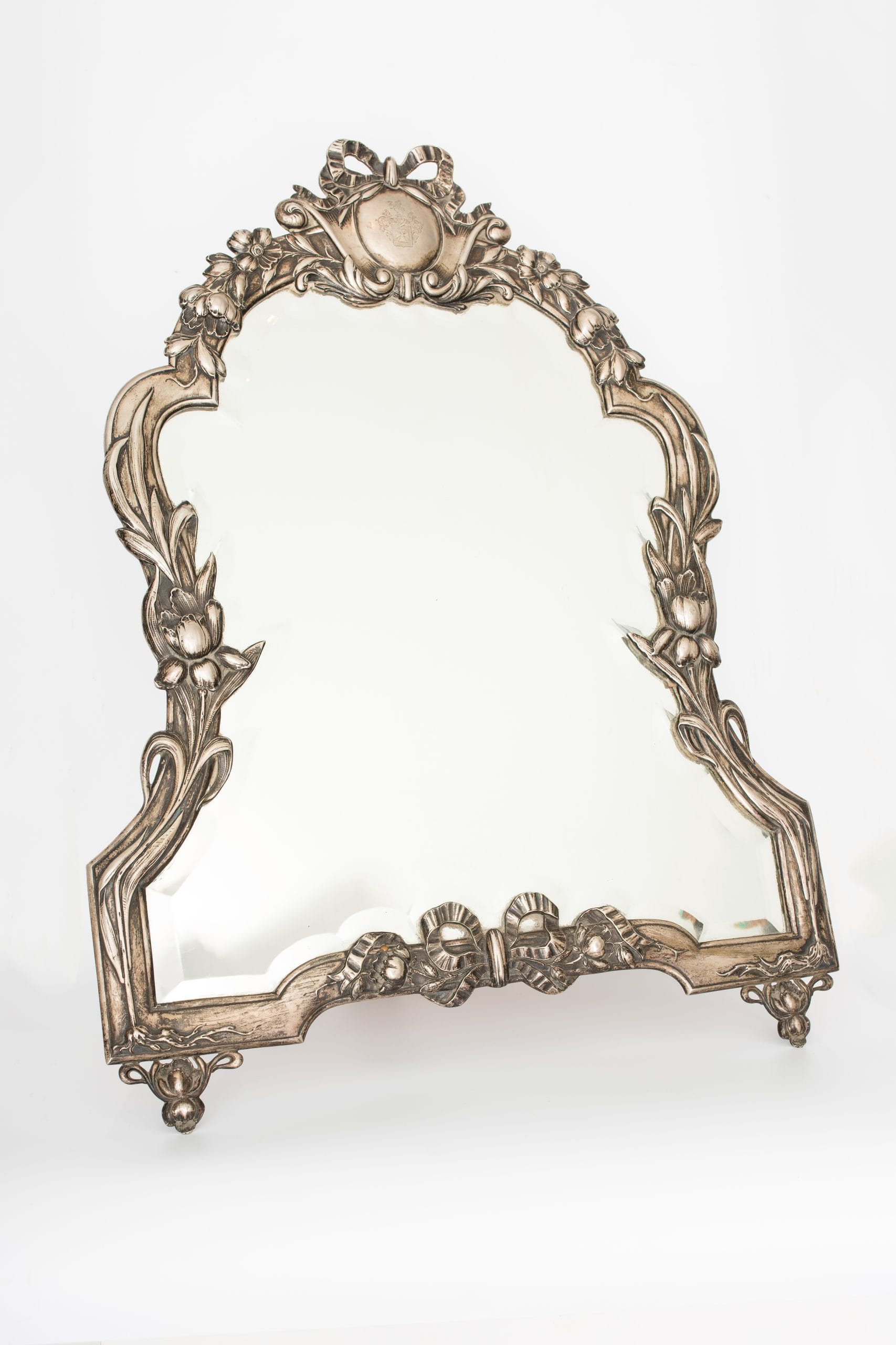 Szalagos díszítésű medalionos ezüst tükör