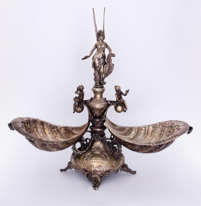 Neobarokk kínáló két darab tálkával, Niké figurával