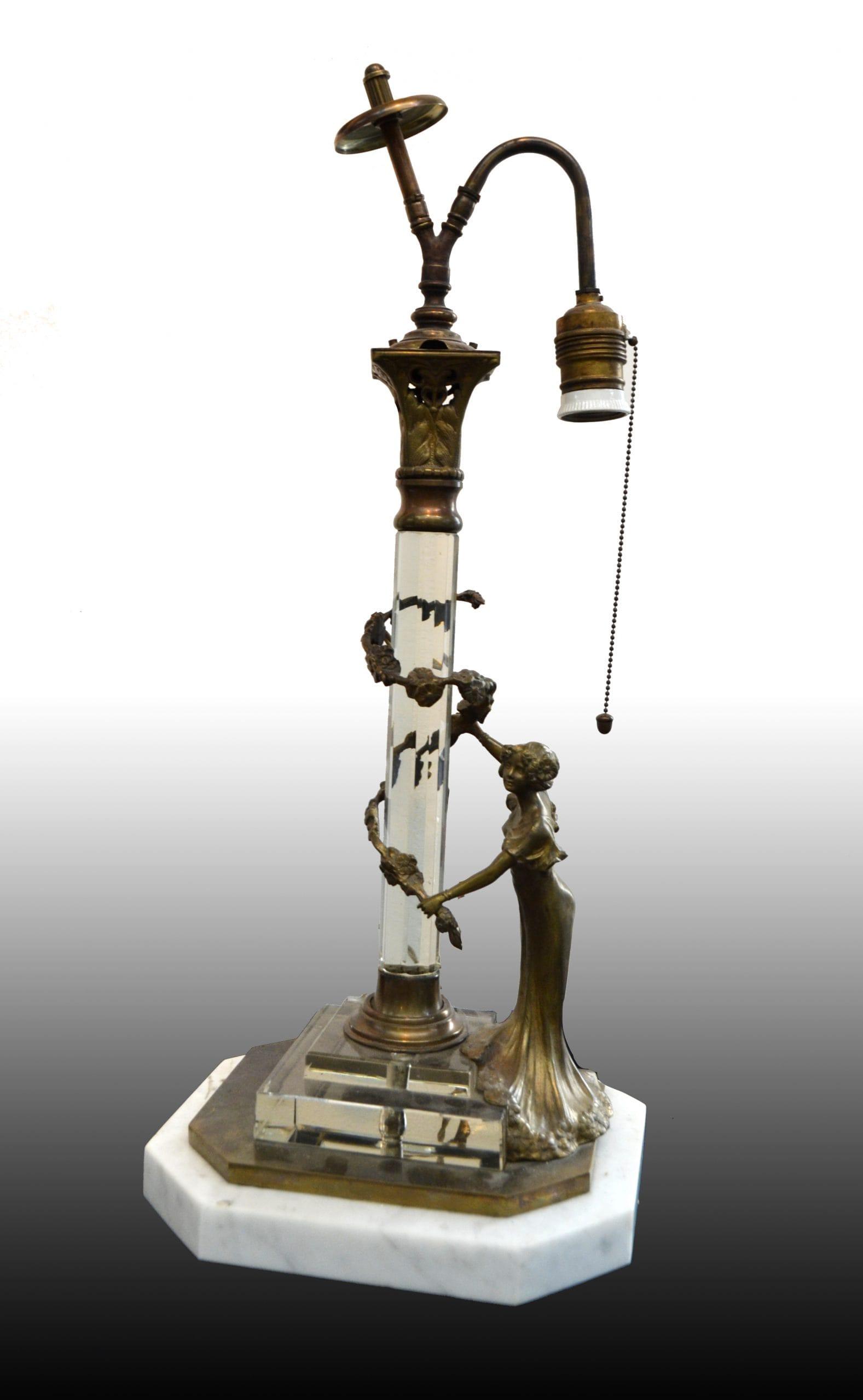 Bécsi bronz lámpatalp hegyikristállyal, nőalakkal